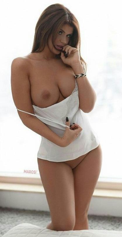 Hummm tu aimes ma poitrine ?