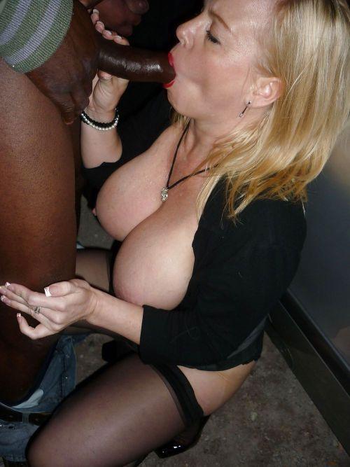 femme chaude au tel suce